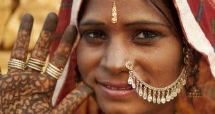 © Szefei, Dreamstime.com lizensiert für a&e erlebnisreisen__23371431__Portrait of a Rajasthan woman with henna tattoo