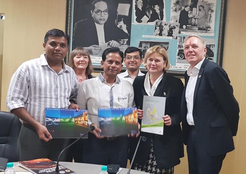 Zusammentreffen der Delegation mit der Pune Municipal Corporation (PMC). Frau Prof. Karmann-Wössner, Leiterin des Stadtplanungsamts der Stadt Karlsruhe, diskutierte die Stadtentwicklung und Maßnahmen der Umsetzung mit den Fachexperten Punes. Foto: PS
