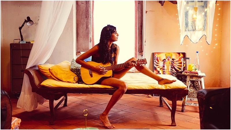 Die um ihren Erfolg kämpfende Musikerin Mad (Anushka Manchanda). © Jungle Book Entertainment / Swapnil Sonawane