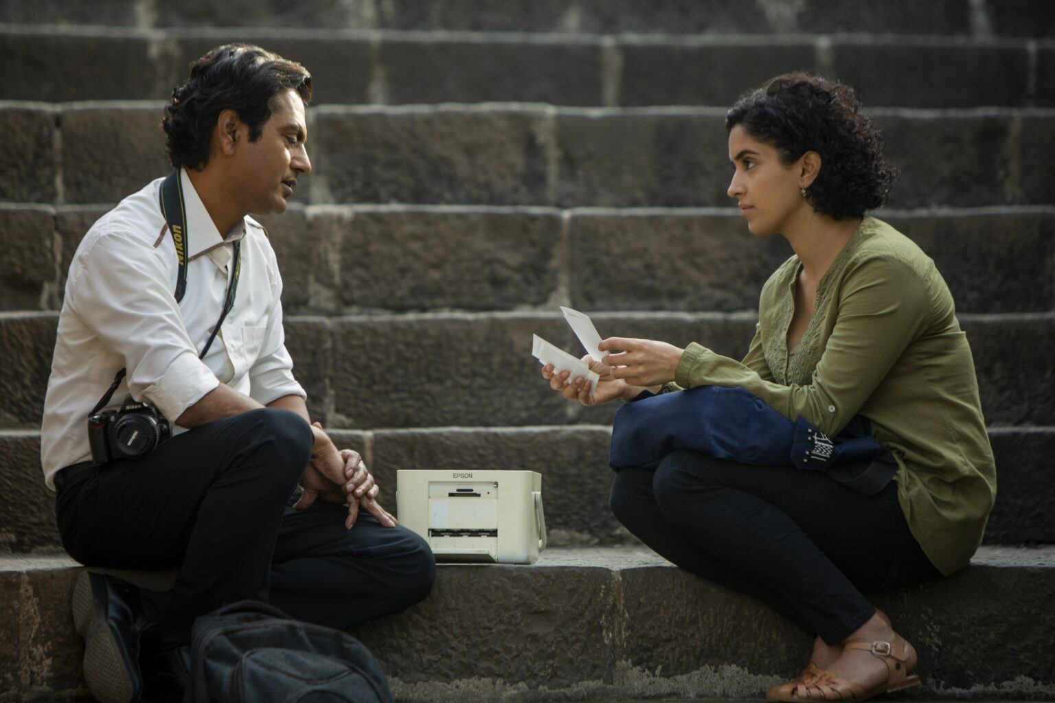 Rafi (Nawazuddin Siddiqui) und Miloni (Sanya Malhotra), Joe D'Souza Amazon - © Courtesy of Amazon Studios