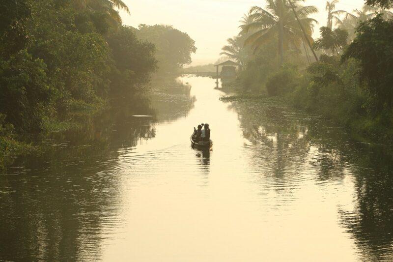 In dem Film Ottaal wächst der kleine Kuttappayibei bei seinem alten Großvater in Südindien auf.