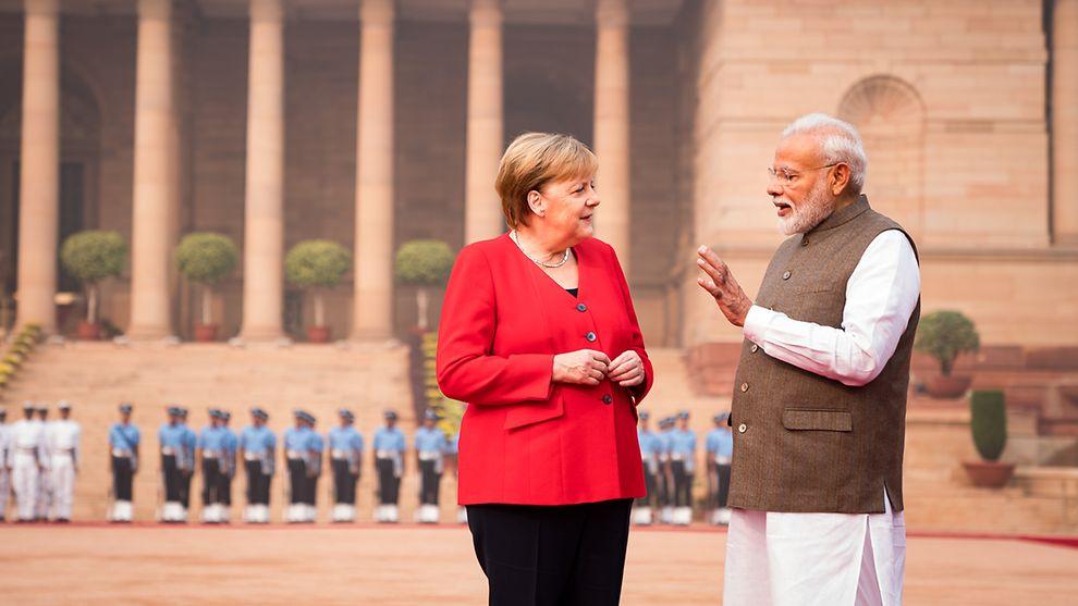Auftakt in Neu-Delhi: Bundeskanzlerin Merkel wird von Indiens Premierminister Narendra Modi begrüßt. Foto: Bundesregierung/Kugler