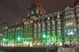 800px-Taj_Mahal_Palace_Hotel_at_night