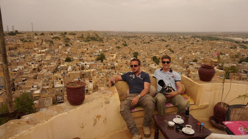 Mit kleinem Team und modernster Ausrüstung sind Simon Busch und Alexander Sass monatelang durch den Norden des Subkontinents gereist.