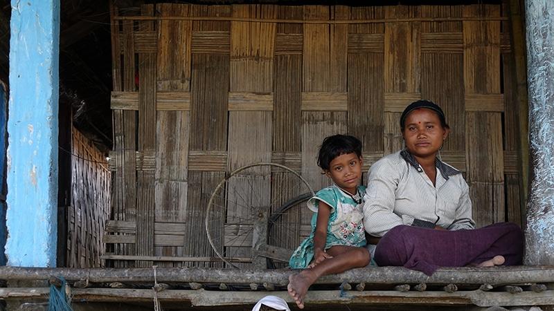 Mutter und Kind vom Stamm der Mishing, Kaziranga (Assam)