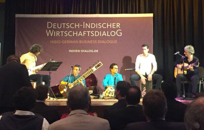 """Wie wunderbar eine Fusion der Kulturen sein, machte das deutsch-indische Ensemble """"Back to India"""" musikalisch deutlich."""