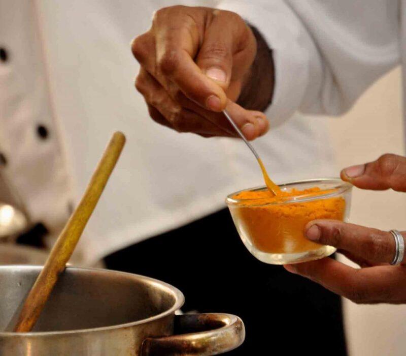 """""""Wenn die Ernährung nicht stimmt, helfen keine Medikamente.""""- Heilwirkung der Ayurvedischer Medizin"""