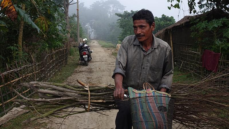 Angehöriger des Volkes der Mishing, Kaziranga (Assam)