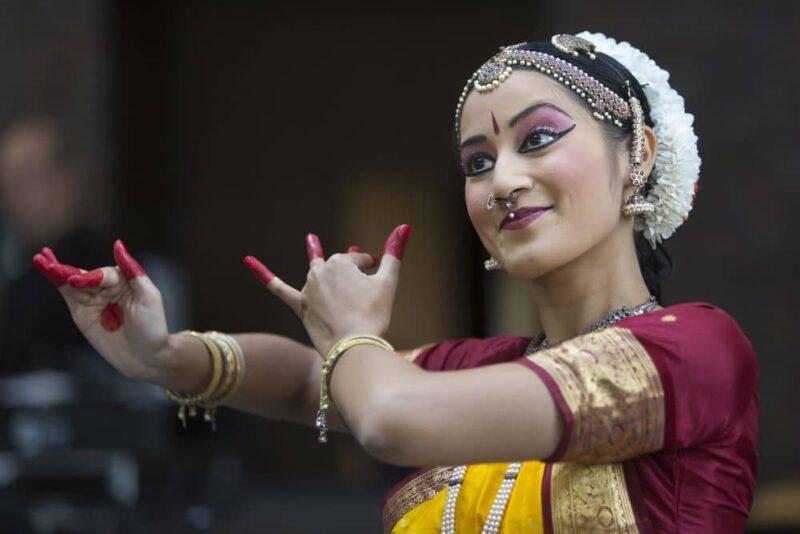 Zum Programm der 8. Kölner Indienwoche im RJM gehören Tanzworkshops mit Meera Varghese Bharatanatyam. Foto: DIG/Peter Leidig