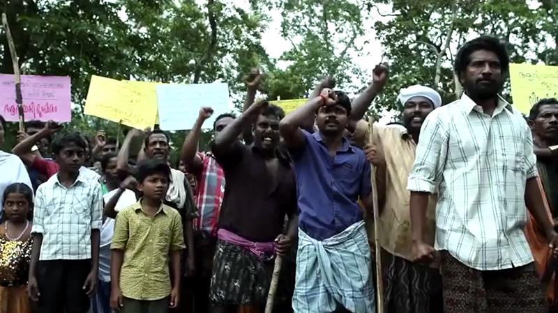"""Proteste gegen eine Mülldeponie (Filmstill aus """"Names Unknown)"""