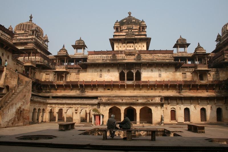 Im Inneren den majestätisch aus einem Hügel gelegenen Palastes Jehangir Mahal in Orchha. © Foto: Traudl Kupfer