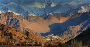 Wie Schwalbennester hängen die Häuser in den Bergen. Foto: The Grand Dragon