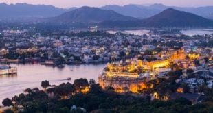 Udaipur kann auch vom Wasser aus bestaunt werden. Viele Anbieter vermieten Boote auf dem Pichola See
