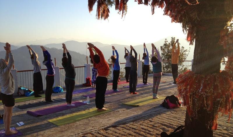 Yoga am Kunajapuri Tempel in Rishikesh. Foto: Yoga Festival Rishikesh