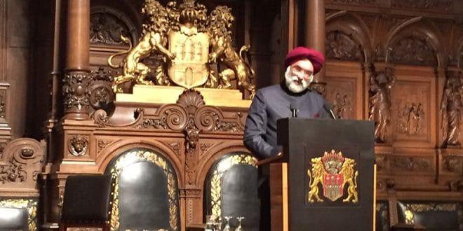 Indiens Botschafter Gurjit während seiner Rede auf dem 51. Historikertag in Hamburg. Singh. Foto: Indische Botschaft Berlin