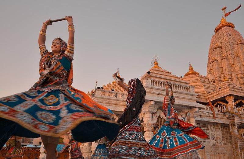 Garba-Tanz im Ambaji Tempel in Gujarat