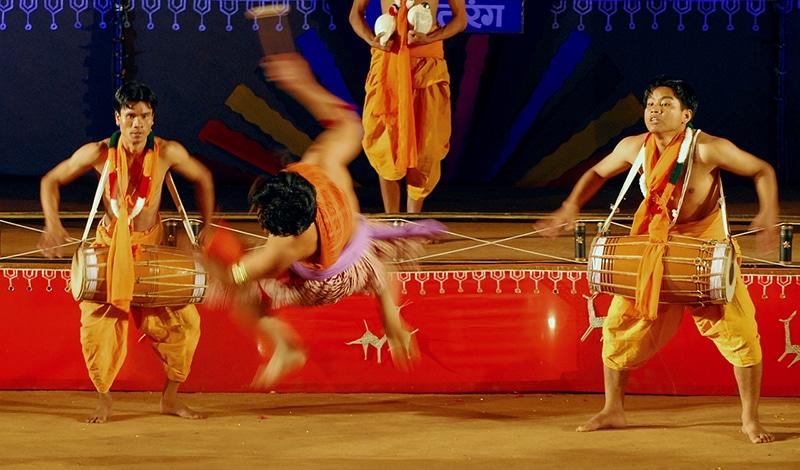 Fast schwerelos beim Tanz. Foto: Aparajith Bharathiyan