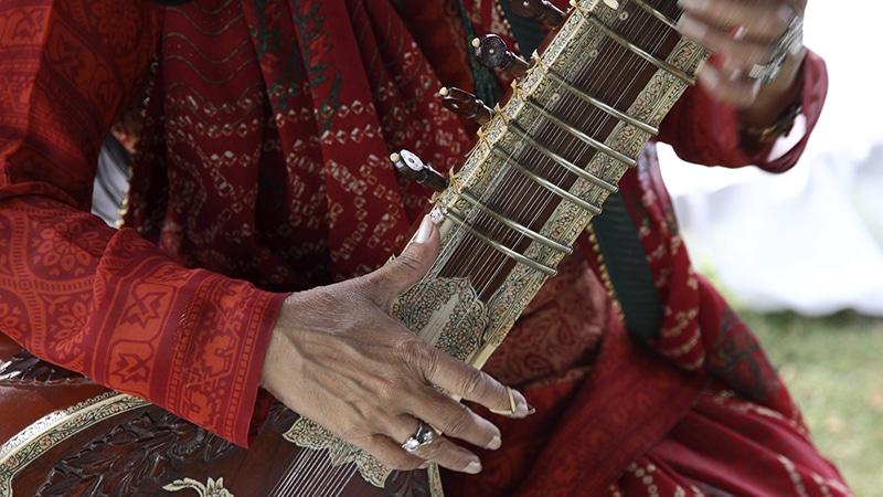 Eines der klassischen indischen Instrumente: die Sitar. Foto: Aussie (active photologue)