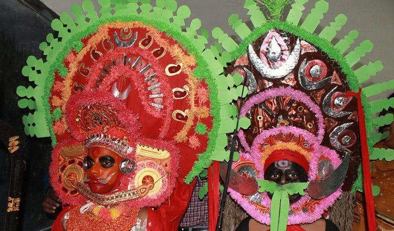 Solche aufwendigen Masken gehören zu Theyyam und Padayani