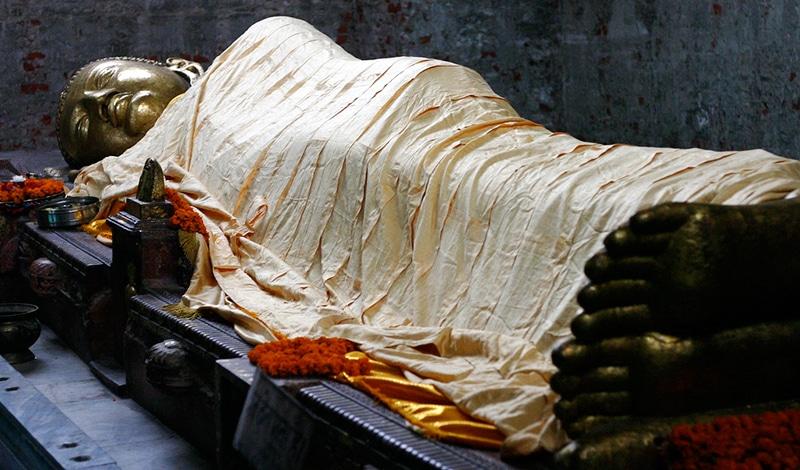 Der liegende Buddha in Kushinagar. Foto: Bo Jayatilaka