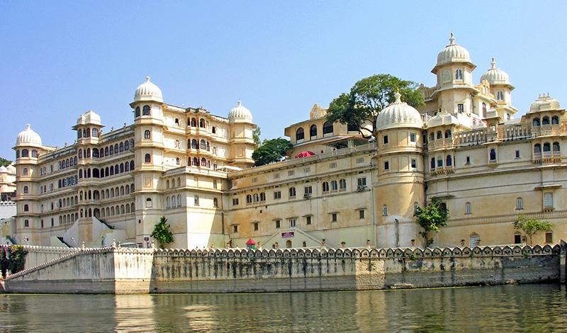 Stadtpalast in Udaipur. Foto: Dennis Jarvis