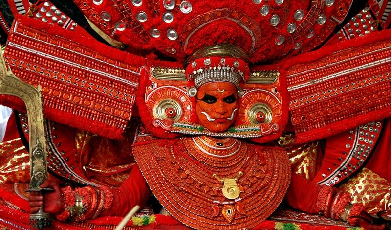 Die Masken des Theyyam sind wahrhaft eindrucksvoll. Foto: Dhruvaraj S.