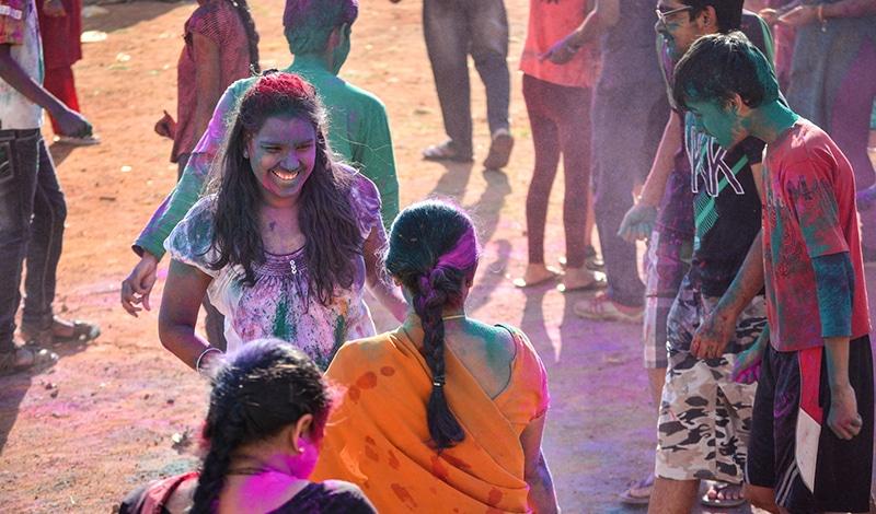 Holi ist ein sehr fröhliches Fest. Foto: Harsha KR
