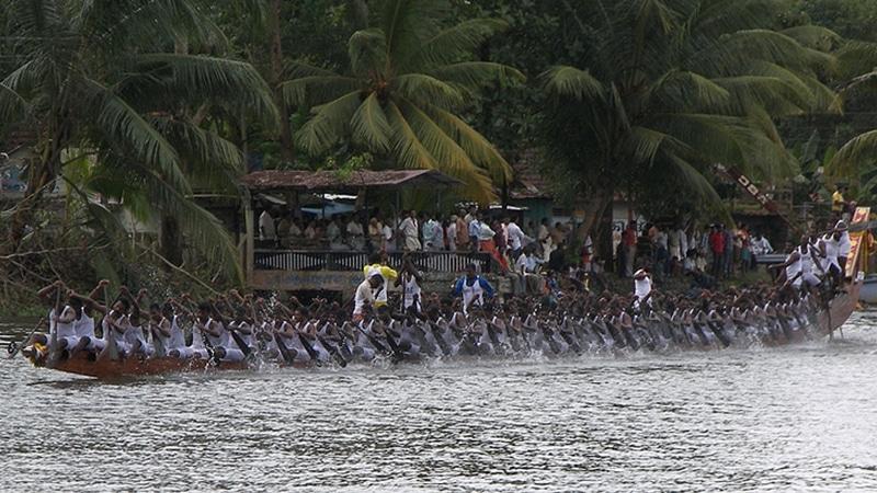 Schlangenbootrennen in Champakulam. Foto: Jim