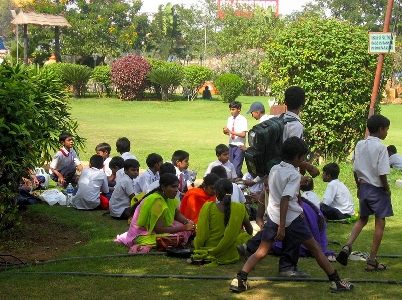 Kinder in einem Park in Hyderabad