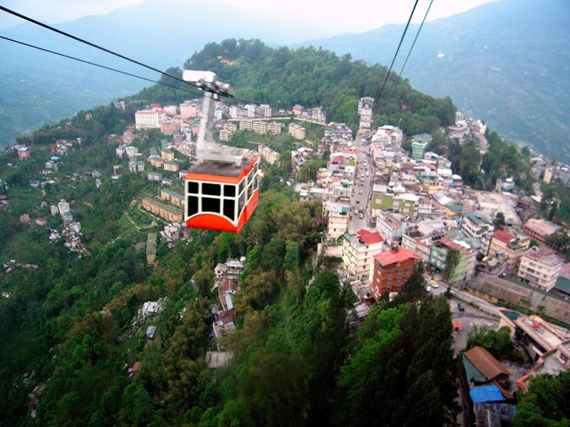 Spektakulär ist die Fahrt mit der Seilbahn in Gangtok. Foto: Kalyan Neelamraju