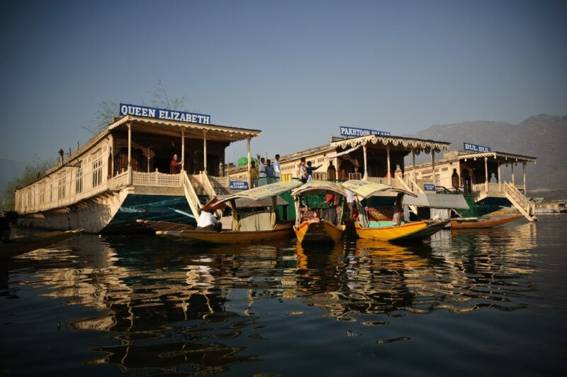 Hausboote auf dem Dal-See in Srinagar. Foto: Laazik
