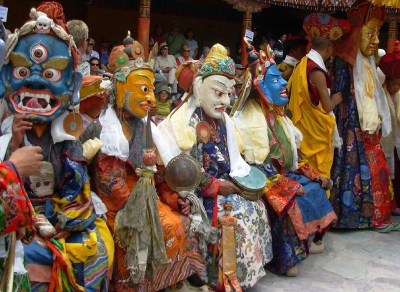 Maskentänzer im Kloster Hemis. Foto: Madhav Pai
