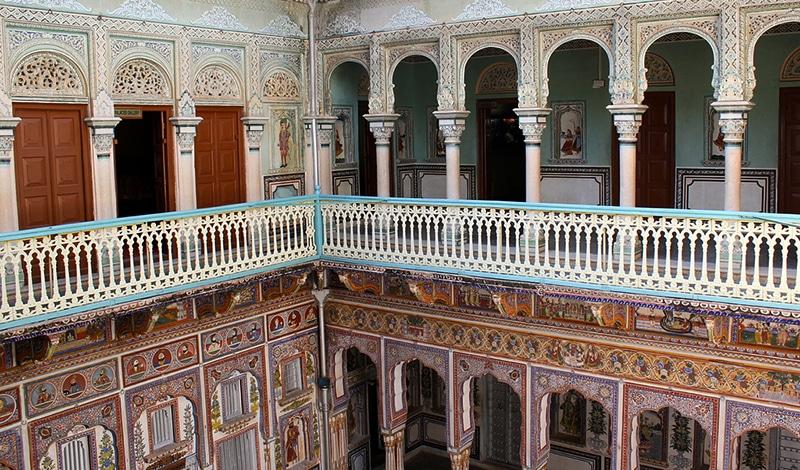 Für die kunstvoll bemalten Hauswände ist die Region Shekhawati in Rajasthan berühmt. Foto: Nagarjun Kandukuru