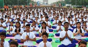 Yoga auf dem Rajpath, 21. Juni 2015. Foto: Narendra Modi (facebook)