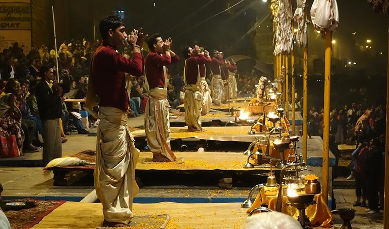 Ganges Aarti bei Varansi. Foto: Paul Simpson
