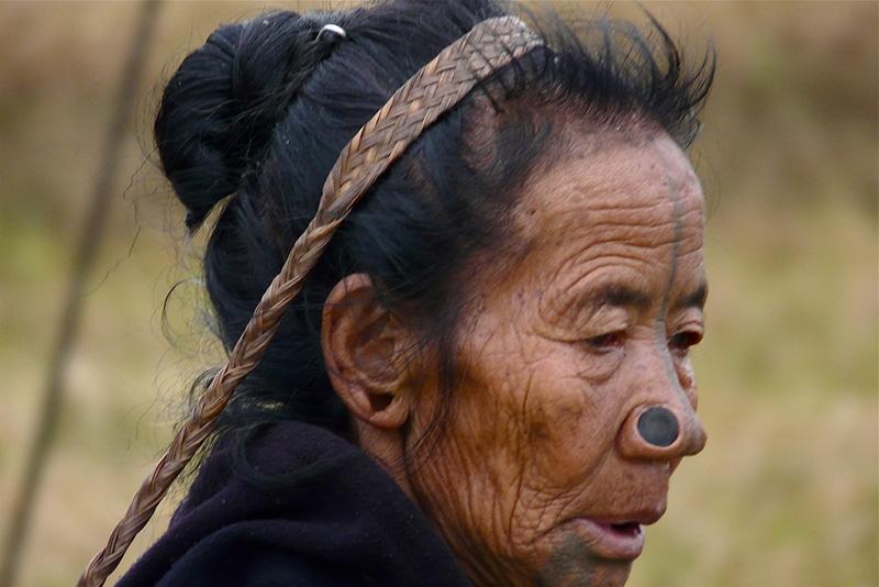 Eine typische Frau der Apatani. Foto: Rita Willaert