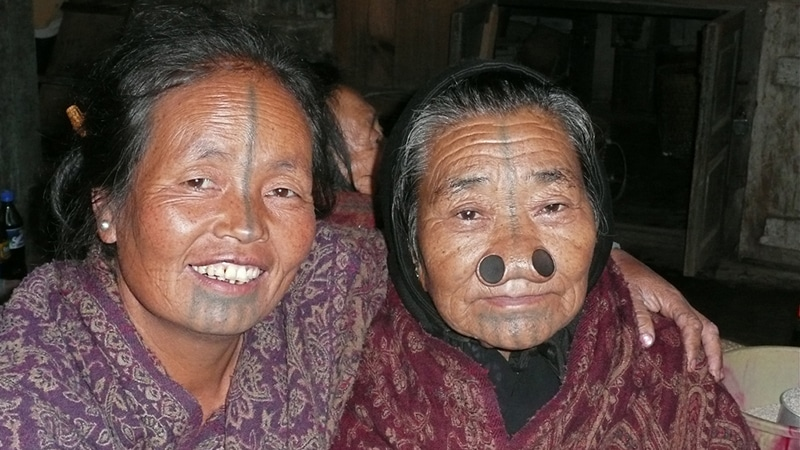 Frauen vom Stamm der Apatani
