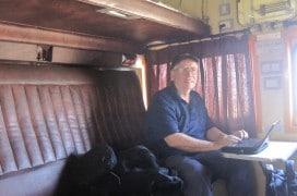 Sitzen oder Liegen - bei Zugreisen in Indien kann man es sich bequem machen. Foto: Rolling Okie