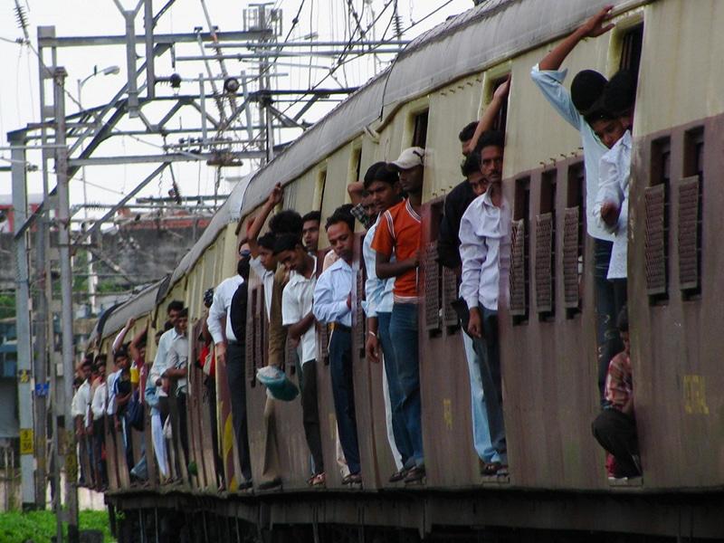 Ein typischer Vorortzug in Mumbai, noch nicht ganz in der Rush Hour. Foto: Satish Krishnamurthy