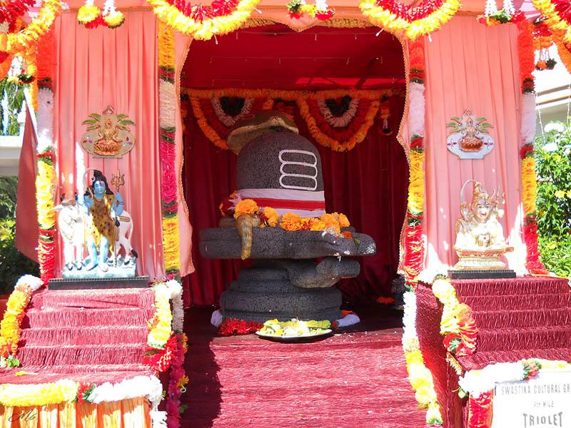 Überall werden zu Maha Shivratri die Shiva-Tempel geschmückt. Foto: cmm