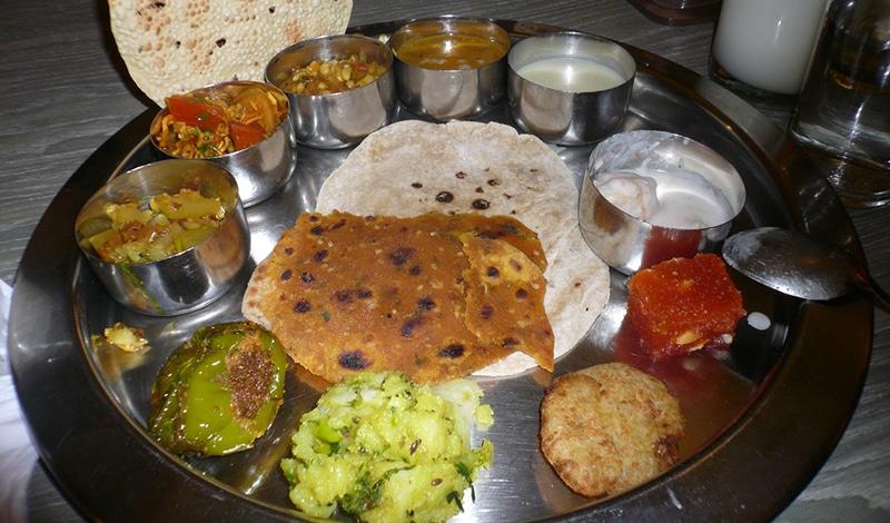 Am besten probiert man die vielfältige Küche mit einem Thali - von jedem ein bisschen. Foto: innacoz