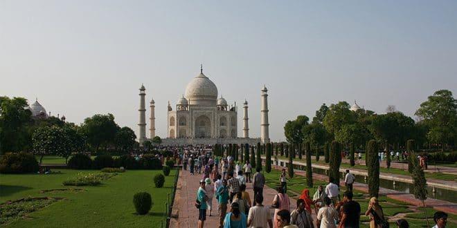 gut besuchtes Taj Mahal