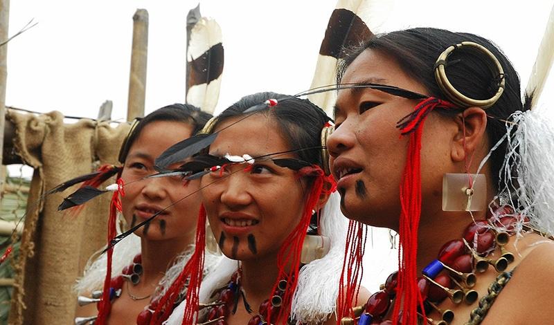 Ao-Frauen, festlich geschmückt