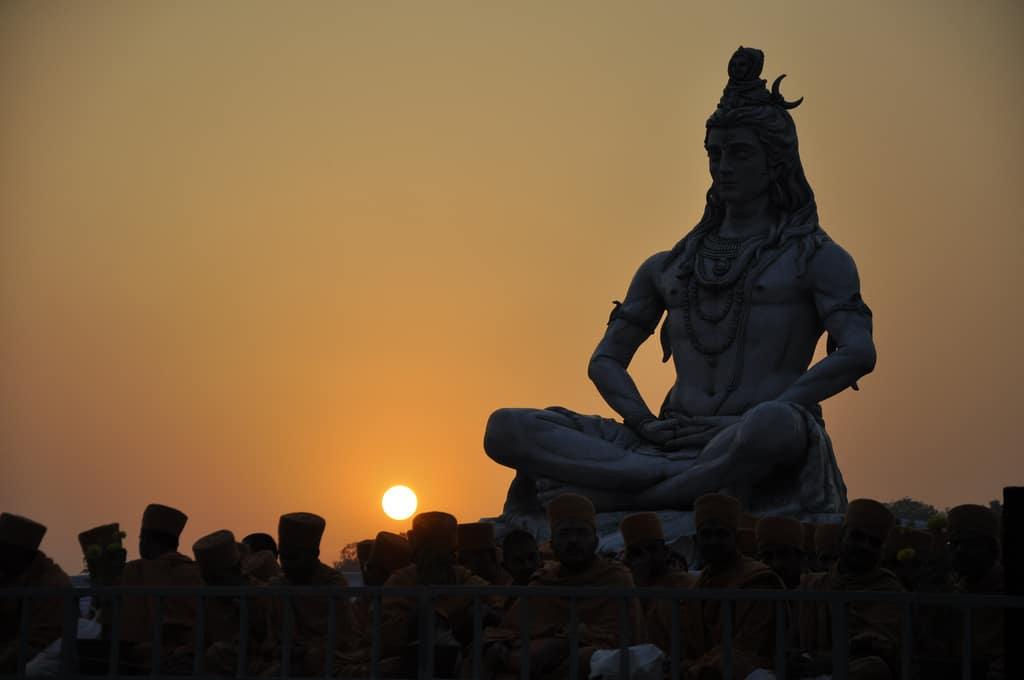 Gott Shiva thront über der Ganga Aarti in Rishikesh. Foto: rajkumar