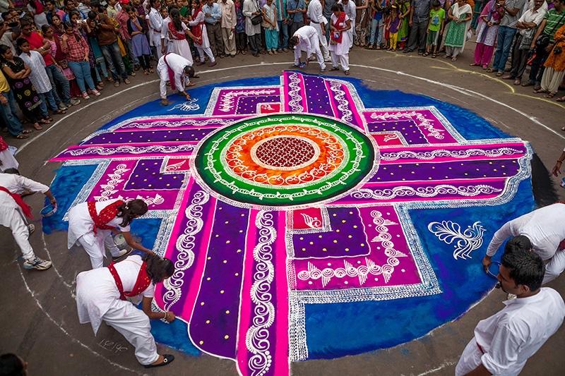 Beispiel eines sehr kunstvollen Rangolis (zum Ganesha Festival in Pune). Foto: Sandeep Achetan