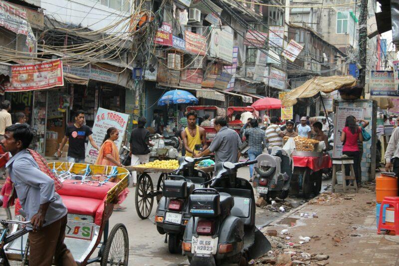 Was in den Augen eines Europäers wie Chaos aussieht, ist auf den Straßen Delhis Normalität. pixabay.com © Rhiannon (CC0 Public Domain)