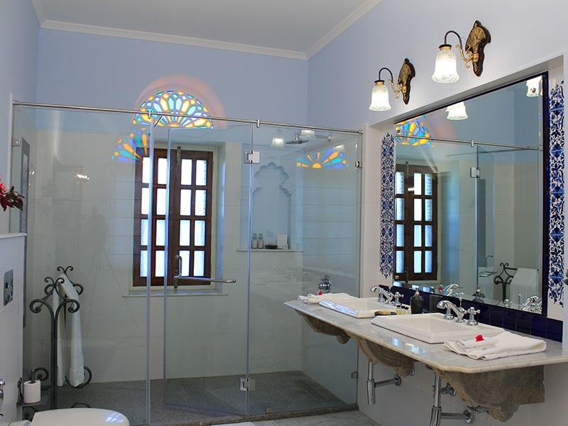 Eines der Badezimmer im ©Dev Shree Deogarh