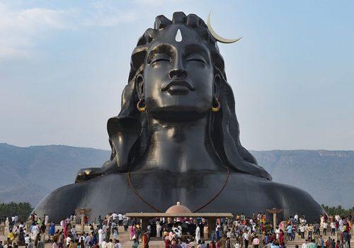 Die 34 Meter hohe Adiyogi Shiva-Büste in Coimbatore (Tamil Nadu) wurde ins Guiness Buch der Rekorde aufgenommen. Foto: Isha Yoga Foundation