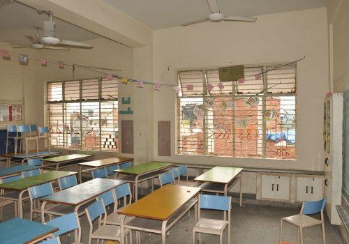 Eine leere Schulklasse