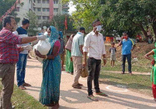 Bereits während der ersten Welle haben Nitya Bal Vikas und Prayatna die Ärmsten mit dem Nötigsten versorgt